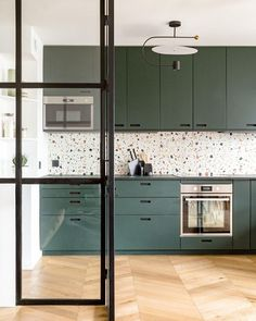 Hintergrund struktur Terrazzo kitchen backsplash with Mosaic Factory WILD terrazzo tiles colour The WILD collection is available with white or black background and scattered colourful marble chips in different sizes. Project and regram from lydie_snl Home Interior, Interior Design Kitchen, Interior Decorating, Home Decor Kitchen, Home Kitchens, Paris Kitchen, Terrazzo Tile, Kitchen Wall Tiles, Colourful Kitchen Tiles
