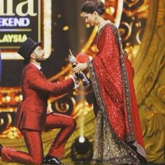 OMG! This year's IIFA 2016 is just getting better. We all know Ranveer Singh is known to express his love for Deepika