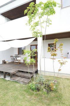 モリハウジングのスタッフ白井の家 夏はIKEAのタープを取付、涼しいウッドデッキでゆっくり過ごす Exterior Wall Design, Japan Garden, Tiny House, Gazebo, Shades, Outdoor Structures, House Design, Gardening, Patio