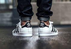 Adidas Superstar Animal by sneaker. Black Adidas Superstar, Adidas Superstar Outfit, Adidas Outfit, Moda Sneakers, Adidas Sneakers, Adidas Fashion, Sneakers Fashion, Men's Fashion, Adidas Stan Smith