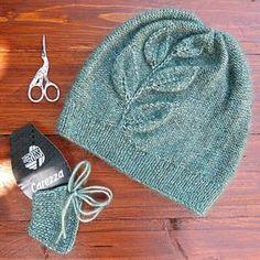 Всем доброго времени суток   Ну вот и мой шедеврик для флэшмоба #letsknit_leaffall готов. Вот такая уютная шапочка оверсайз  с листочками из пряжи Lana Grossa Carezza (30% шелк, 30% бэби альпака, 25% меринос, 15% вискозы, 50гр./140м. цвет 007). Вязала я деревянными спицами 4 от knit pro , хотя производитель рекомендует 5-6. Вяжу я довольно туго, но меня плотность 4 устроила. И вязать на дереве данной пряжей было легко. Пряжи ушло 73гр. Впечатление после вязания данной пряжей исключительно...