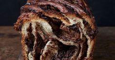 עוגת השמרים שוקולד (בבקה) של מאפיית לחמים הוכתרה כאחת מעוגות השוקולד הטובות ביותר בניו יורק. השף-אופה אורי שפט מסביר צעד אחר צעד איך אפשר להכין גם בבית עוגת שמרים מעולה