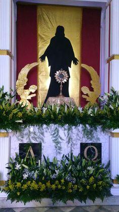 Semana santa. Church Altar Decorations, Church Christmas Decorations, Flower Decorations, Altar Flowers, Church Flowers, Easter Flower Arrangements, Floral Arrangements, Corpus Christi, Altar Design