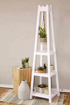 DIY Plant stand with 3 tiers that holds plants