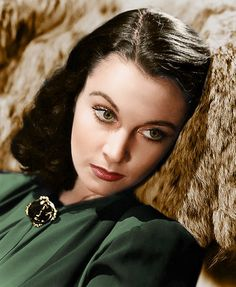 Vivien Leigh in an early publicity still. (MGM) I'm reminded in looking at this photo that my middle name is Leigh.because my mother really liked Vivien Leigh. Old Hollywood Glamour, Golden Age Of Hollywood, Hollywood Stars, Classic Hollywood, Scarlett O'hara, Vivien Leigh, Katharine Hepburn, British Actresses, Actors & Actresses
