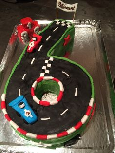 Samedi, deuz a fêté ses 6 ans avec ses copains. 6 ans, c'est grand. Pour son gâteau, fidèle à la tradition installée depuis quelques année,...