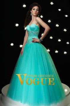 This tiffany blue Quinceañera dress looks great for any themed Quinceañera. This dress can look great for a masquerade, cinderella, spring, summer, or winter themed Quinceañera. Best of all? This dress looks great with Tiffany and Co. jewelry!!!