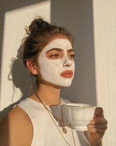 skin face skin no makeup skin requires commitment skin secrets skin tips Aesthetic Photo, Aesthetic Girl, Aesthetic Pictures, Beige Aesthetic, Aesthetic Design, Model Tips, Shotting Photo, Photographie Portrait Inspiration, Insta Photo Ideas