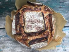 Kezdjük az alapoknál!  Kezdő kovászolóknak ajánlott zamatos fehér kenyér. Ez az első recept, amivel a kezdő workshopjaimon is találkozhatsz. Lépésről lépésre végigkövetheted a kovászos kenyérkészítés folyamatait ebben a posztban.Az igazsághoz hozzátartozik, hogy a francia parasztkenyér formája… Sourdough Recipes, Sourdough Bread, Peasant Bread, French Toast, Bakery, Paleo, Cooking, Breakfast, Lab