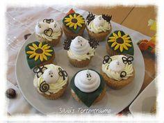 Silvia's Tortenträume: Mandel-Cupcakes mit Toffifeekern & Toffifeesahne-Topping Halloween Deko Sonnenblumen Baiser Rezept