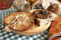 26 nejlepších receptů z houbařské kuchařky | ReceptyOnLine.cz - kuchařka, recepty a inspirace Hub, Petra, Stuffed Mushrooms, Muffin, Veggies, Breakfast, Food, Stuff Mushrooms, Morning Coffee
