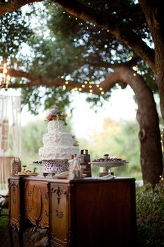 Sweet vintage decor. #vintageweddings