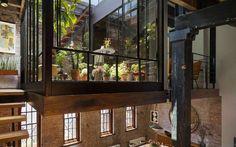 Abitare in un loft del 1884 a Tribeca A New York gli appartamenti hanno prezzi inavvicinabili, anche se si tratta di vecchi edifici, addirittura la ristrutturazione che vi proponiamo è stata fatta su un appartamento ed un terrazzo del 18 #tribeca #loft #newyork
