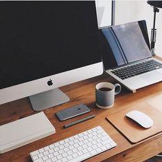 Home Office Furniture: Choosing The Right Computer Desk Office Setup, Desk Setup, Office Workspace, Room Setup, Workspace Design, Study Office, Office Style, Home Office Design, Home Design