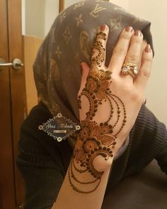 Image may contain: one or more people Henna Flower Designs, Mehndi Designs Book, Finger Henna Designs, Mehndi Designs 2018, Mehndi Designs For Girls, Mehndi Designs For Beginners, Dulhan Mehndi Designs, Mehndi Design Photos, Wedding Mehndi Designs