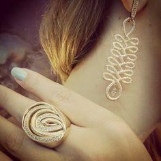 Atelier Jackeline Ferreira Fabrica de Semi Joias #moda #semijoias #joias #joiasdeluxo #semijoiasdeluxo #todasquerem #fashion #tendencia #luxo #glamour #style #pulseirismo #bracelete #colar #anel #brinco #lookdodia #querotodas #temqueter #atelierjackelineferreira #goiania #art #design #brasileiras #diva #jewelery #brasil #beautiful #zirconias