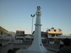 Estátua erigida em memória do Milagre Eucarístico de Sousa, localizada em frente à Matriz do Bom Jesus, em Sousa,PB,Brasi