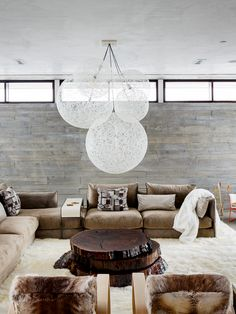 modern mountain house tour living room with cozy fur elements and string pendant chandelier Paint Colors For Living Room, New Living Room, Living Room Lighting Design, Modern Lodge, Contemporary Coffee Table, House Inside, Scandinavian Home, Living Room Inspiration, House Tours