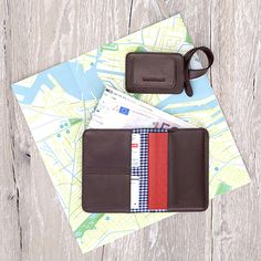 Passport Organizer & Luggage Tag Chocolate - LOST & FOUND accessoires