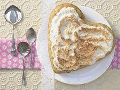 Ein Herz für meine Mama... Birnen-Vanille-Herz - mit Kokos-Baiserhaube - smarter - Kalorien: 209 Kcal - Zeit: 35 Min. | eatsmarter.de  #muttertag #birnen #kokos #mutti #mama #worldstoughestjob