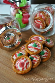 Pretzel Candy – Shugary Sweets Pretzel Rings with Candy Cane Hershey Kisses- one of the easiest holiday treats! I am so doing this for part of the Christmas treats to give to friends and family! Christmas Sweets, Noel Christmas, Christmas Goodies, Christmas Candy, Christmas Pretzels, Holiday Baking, Christmas Baking, Holiday Treats, Holiday Recipes