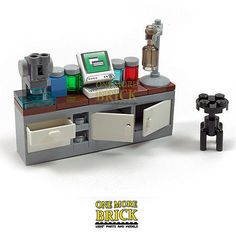 LEGO Scientists Laboratory Desk - Science Lab Microscope, chemicals etc. NEW