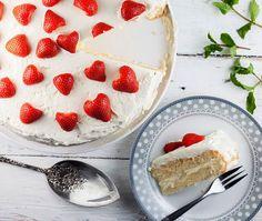 Aardbeiencake met lemon curd Pie Cake, Camembert Cheese, Oven, London, Desserts, Food, Cake, Kitchen Stove, Meal