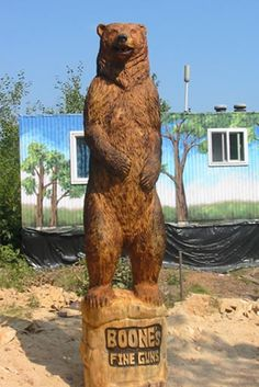 chainsaw wood carving......Oh my ! I want this bear in my garden !