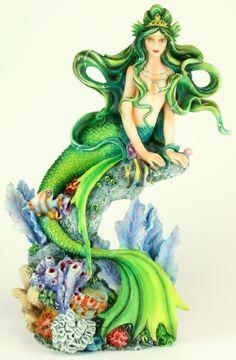 Aquamarine statue Nene Thomas and Munro