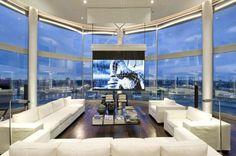 El salón con proyector incluido.