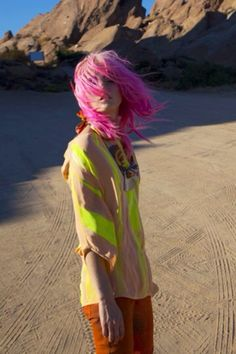 A bright pink mop on model Charlotte Free! #charlottefree #hair #fashion