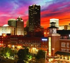 Looking for excitement in Oklahoma City? We've outlined the Top 10 Things to Do in Oklahoma City for you here! Just click the photo of the Bricktown Entertainment District in downtown OKC to read more.