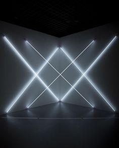 Connu notamment pour ses oeuvres à partir de néons, l'artiste est décédé mercredi à l'âge de 90 ans.