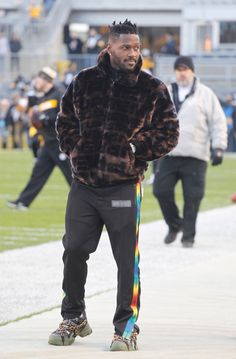 Antonio Brown left Steelers' game at halftime amid spat with Ben Roethlisberger, per reports Texans Football, Pittsburgh Steelers, Meet The Team, A Team, Sport Fashion, Mens Fashion, Ben Roethlisberger, Antonio Brown, Mens Fur