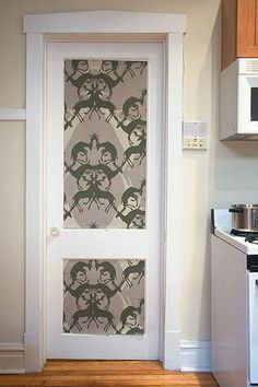 10 ideas of doors decoration with wallpapers - maybe with wood plank wallpaper? Interior Paint Colors, Diy Interior, Interior Decorating, Door Decorating, Interior Door, Decorating Ideas, Interior Design, Wood Plank Wallpaper, Wallpaper Door