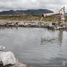 It feels wonderful to dip your toes in a natural hot spring with an amazing landscape around you. Have you visited a natural hot springs in Iceland or elsewhere? Iceland Landscape, Hot Springs, Volcano, Amazing Nature, Close Up, Picture Video, Travel Guide, Dip, Northern Lights