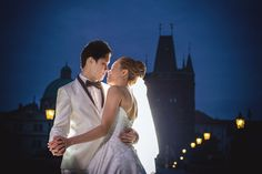 Pre Wedding Best of in Prague: The romantic Charles Bridge: http://pragueweddingphotography.com