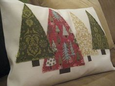 DIY: Christmas Tree Pillow Another possible DIY Christmas pillow idea. Would definitely clean it up so it doesn't have those frayed edges though. Now to learn how to use my sewing machine. Sewing Pillows, Diy Pillows, Throw Pillows, Pillow Ideas, Pillow Patterns, Christmas Sewing, Christmas Fun, Christmas Ornaments, Diy Christmas Pillows