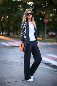 We've gathered our favorite ideas for 25 Trendy Floral Blazer Outfits To Repeat Fashionetter, Explore our list of popular images of 25 Trendy Floral Blazer Outfits To Repeat Fashionetter. Floral Blazer Outfit, Blazer Outfits, Blazer Fashion, Casual Outfits, Fashion Outfits, Fashion Trends, Casual Blazer, Fashion Clothes, Kimono Outfit