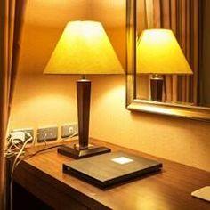 L'electricen de Trouville-sur-Mer est celui dont vous avez besoin. Arrondissement, Table Lamp, Paris, Lighting, Home Decor, Budget, Bedroom Table Lamps, Montmartre Paris, Decoration Home