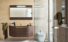 kleines bad duschkabine duschpaneel waschtisch schwebend wandspiegel