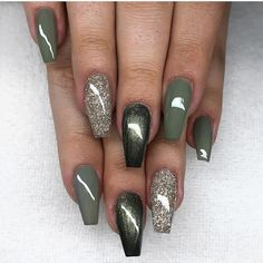 Most Sexy and Trendy Prom and Wedding Acrylic Nails and Matte Nails for this Season - Amately Wedding Acrylic Nails, Best Acrylic Nails, Matte Nails, Green Nail Polish, Green Nails, Nail Polish Colors, Green Nail Art, Toe Nail Designs, Acrylic Nail Designs