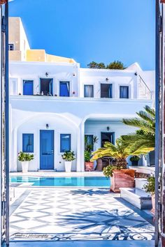 Santorini, Greece Santorini is on my short-list after Japan on my travel goals. Santorini House, Santorini Greece, Crete Greece, Mykonos, Casa Retro, Greek House, Beautiful Places To Travel, Greek Islands, Greece Travel
