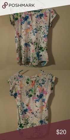 Floral printed blouse Beautiful mix of colors! Zipper detail in back Express Tops Blouses