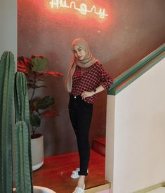 Inspiration Hijab Style Outfit of The Day (OOTD) 2019 Remaja Indonesia Positif, Kreatif & Ceria 😍😘😘😘😘 . Modern Hijab Fashion, Hijab Fashion Inspiration, Muslim Fashion, Trendy Fashion, Fashion Outfits, Trendy Style, Fasion, Women's Fashion, Casual Hijab Outfit