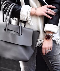 Jewelry LOVER ✨Passion Bijoux Argents  #details  Look coup de cœur de ce mois de Novembre sur le Blog ♥️💯 snapchat:laurieandchic #fblogger #blogueusemode#streetstyle#bijoux#hieleven#igmode#zaraaddict#falloutfit