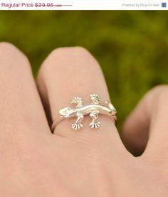 St Patricks Day Sale Lizard Ring  Gecko by TheJewelryGirlsPlace