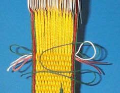 Tricks and Tips: Finishing Tablet weaving . just in case I'm ever smart enough to figure out how to do it. Inkle Weaving, Inkle Loom, Card Weaving, Basket Weaving, Tablet Weaving Patterns, Weaving Textiles, Finger Weaving, Medieval Crafts, Hugo Weaving