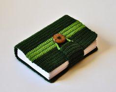 W zieleniach, zapinany na guzik notatnik  Okładka szydełkowa, całość ręcznie szyta. https://www.facebook.com/pages/Goka-home-art/648067595209710?ref=bookmarks