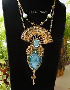 Der Schlüssel des Geheimen Raum (blaue Achat, Ketten, Bronzeperlen) Halskette Perlenstickerei Kunst